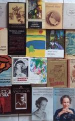 Eladó könyvek vegyesen
